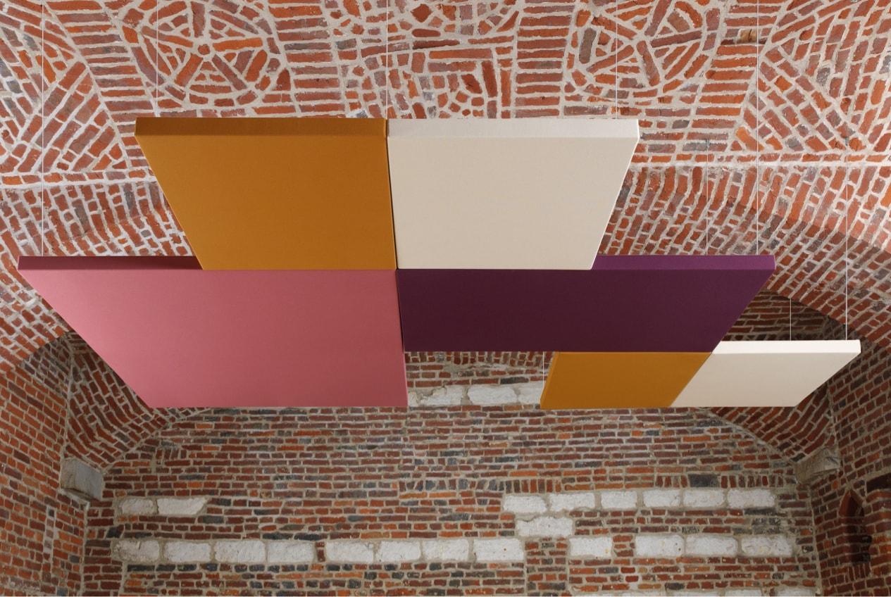 Dalles de plafond multicolores